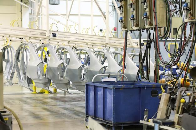 Repuestos en una fábrica de automóviles
