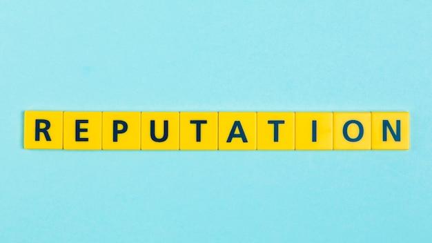 Reputación de la palabra en azulejos scrabble