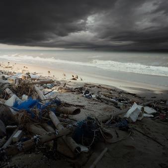 Residuos plásticos, fondo de concepto de vida ecológica / ambientalismo y conciencia plástica.