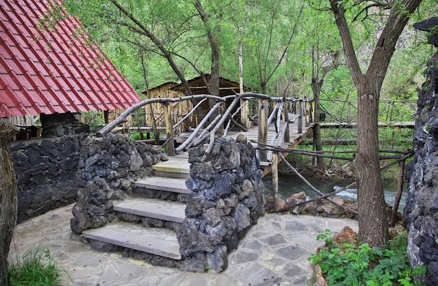 El restaurante en las montañas del cáucaso, armenia