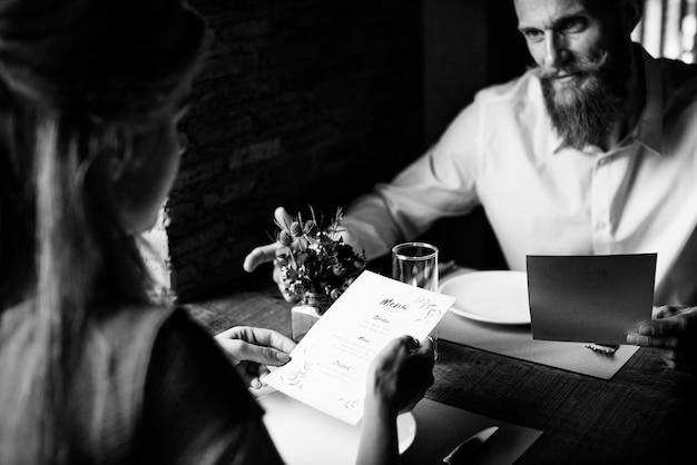 Restaurante que enfría concepto de estilo de vida con clase reservado