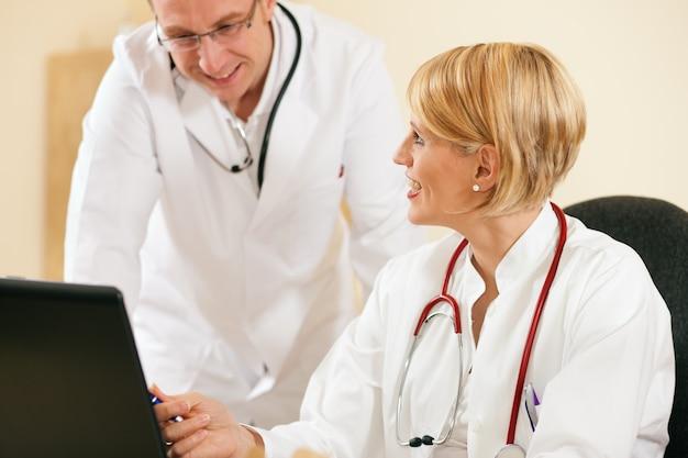 Resultados de la prueba de discusión de dos médicos