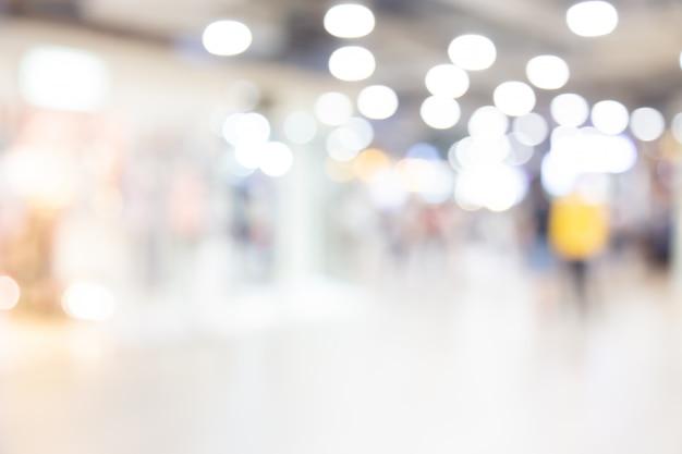 Resumen borrosa centro comercial de grandes almacenes con fondo de personas