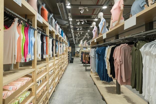 Resumen borroso y centro comercial defocused en interior de la tienda por departamentos