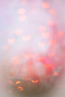 Resumen brilla en rosa sobre fondo bokeh