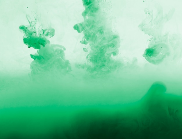 Resumen denso nube verde de neblina en verdor