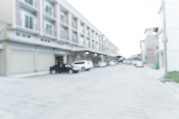 Resumen desenfoque imagen de carretera con un coche y la casa en el pueblo.
