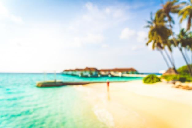 Resumen desenfoque tropical playa y mar en maldivas para el fondo