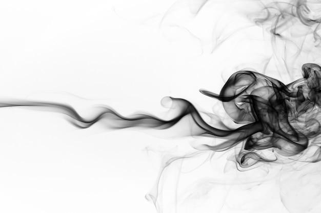 Resumen de humo negro sobre fondo blanco, diseño de fuego