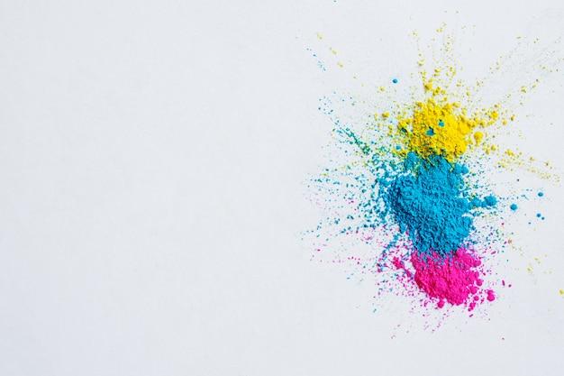 Resumen de polvo salpicado de fondo. explosión de polvo colorido