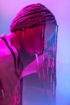 Retrato abstracto vaporwave de mujer