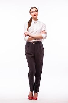 Retrato de altura completa joven empresaria bonita en blanco.