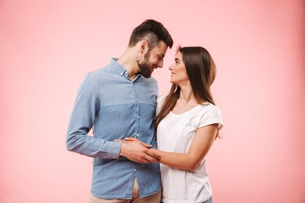 Retrato, de, un, amoroso, pareja joven, abrazar