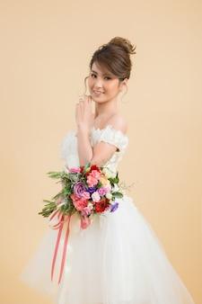 Retrato asiático hermoso de la novia