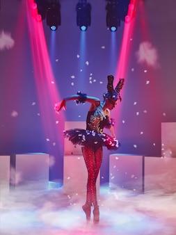 Retrato de la bailarina en el papel de un cisne negro.