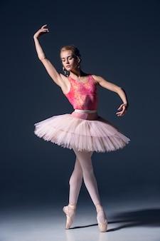 Retrato de la bailarina en pose de ballet