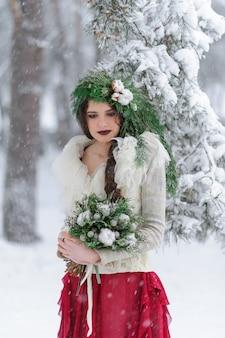 Retrato de una bella joven novia con un ramo de flores. ceremonia de boda de invierno.