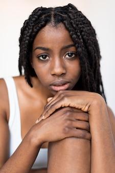Retrato de una bella mujer afroamericana
