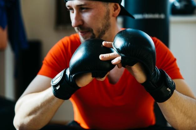 Retrato de boxeador en gimnasio