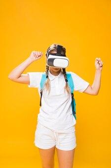 Retrato de colegiada con gafas 3d