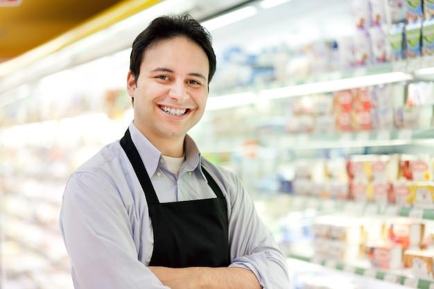 Retrato de un comerciante en su tienda
