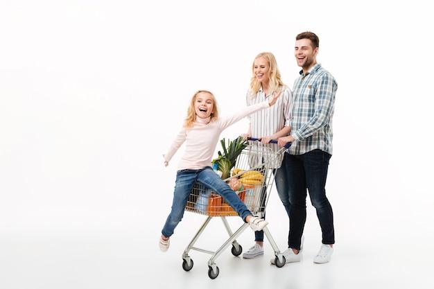 Retrato de cuerpo entero de una familia feliz