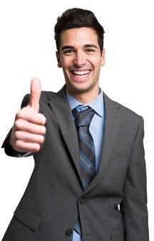 Retrato de un hombre de negocios sonriente dando pulgares