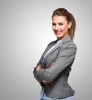 Retrato de una joven y atractiva mujer de negocios