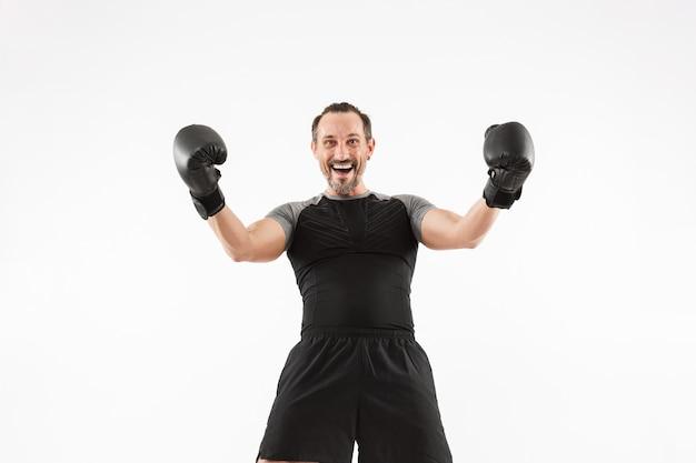 Retrato de un deportista maduro feliz