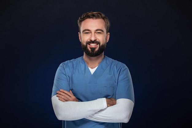 Retrato de un doctor hombre sonriente