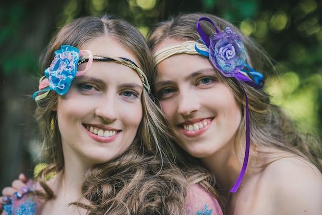 Retrato de dos hermanas gemelas