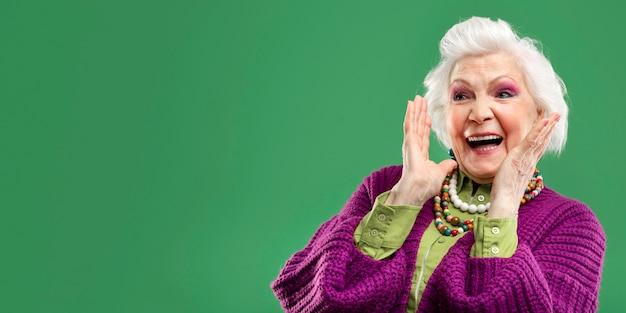 Retrato, de, elegante, mujer mayor