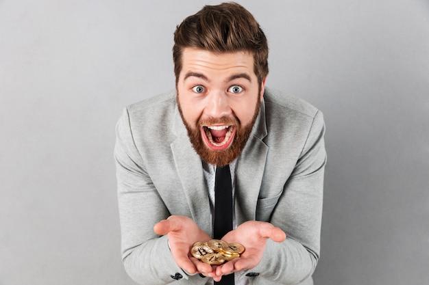 Retrato de un empresario excitado