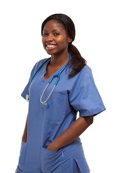 Retrato de una enfermera aislado en blanco