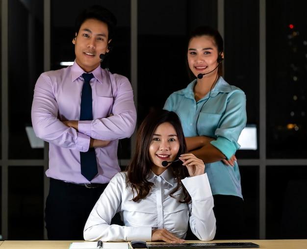 Retrato del equipo del centro de llamadas