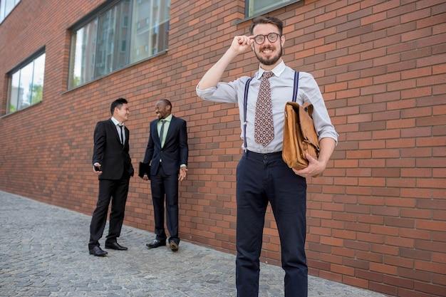 Retrato de equipo empresarial multiétnico