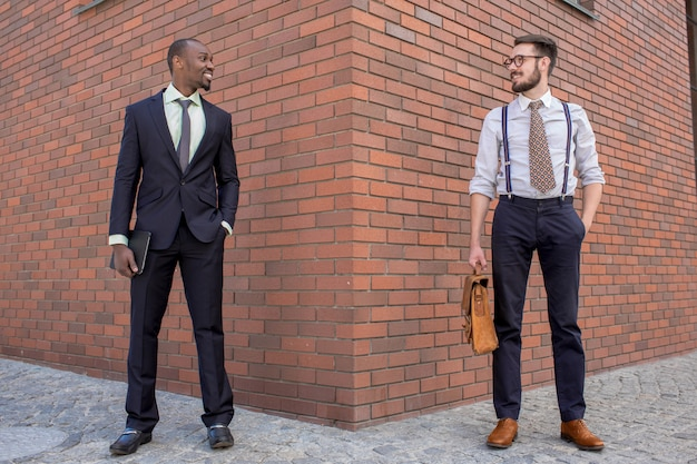 Retrato de equipo de negocios multiétnico