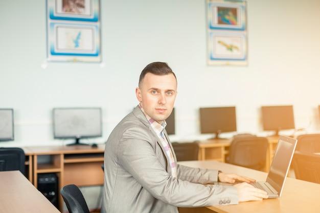 Retrato de estilo de vida de hombre negocios