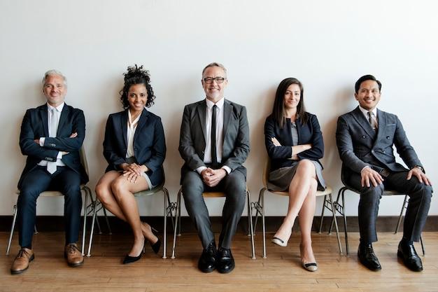 Retrato de estudio de grupo de gente de negocios