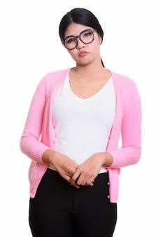 Retrato de estudio de mujer asiática joven aislado en blanco