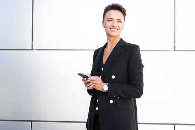 Retrato de una exitosa mujer de negocios, profesional femenina