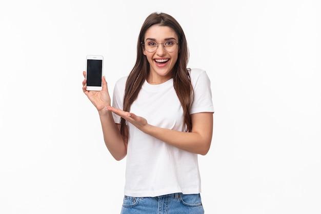 Retrato, expresivo, mujer joven, con, móvil