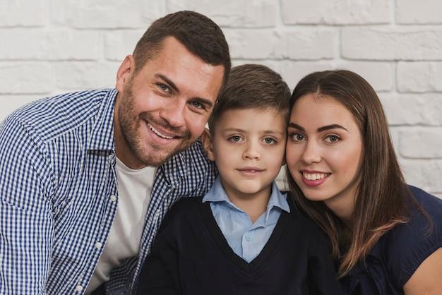 Retrato de familia feliz juntos