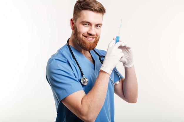 Retrato de un feliz atractivo médico o enfermera