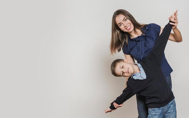 Retrato de feliz madre e hijo
