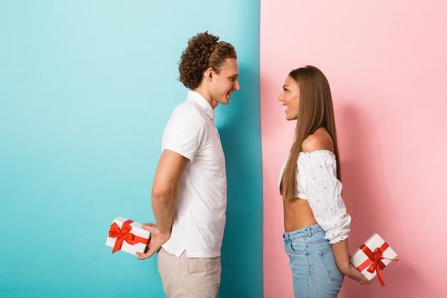 Retrato, de, un, feliz, pareja joven, posición