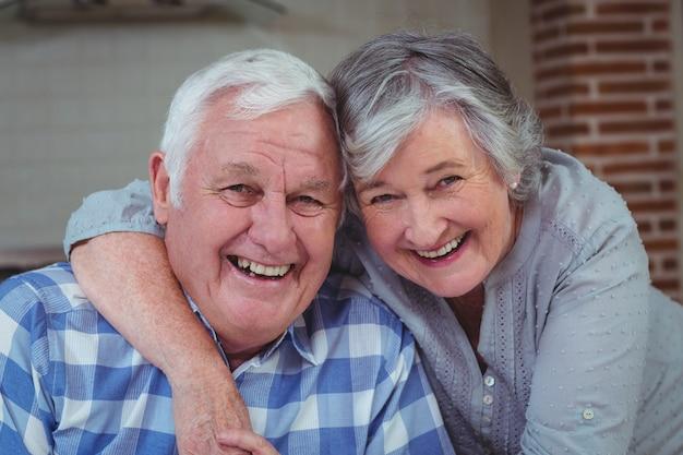 Retrato de la feliz pareja senior