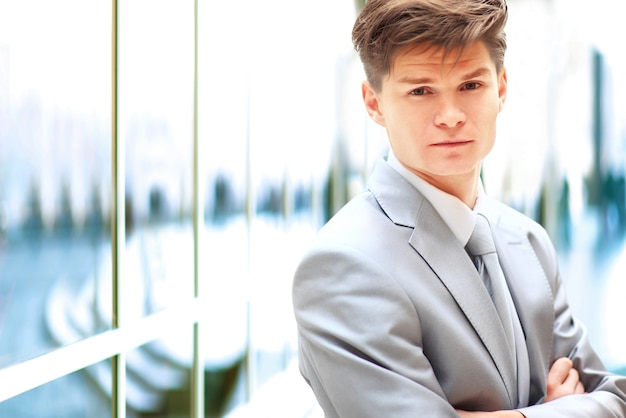 Retrato, de, un, guapo, hombre de negocios Foto Premium