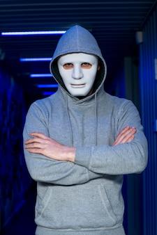 Retrato de hacker con máscara