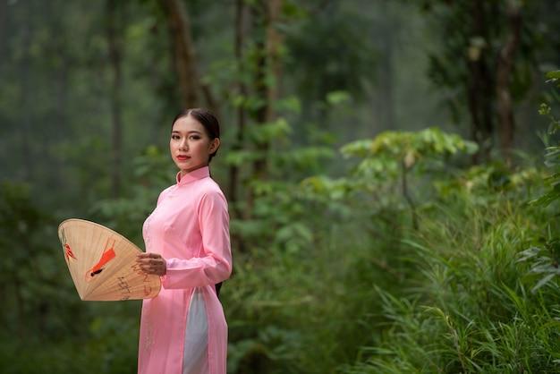 Retrato hermosa chica adolescente de vietnam